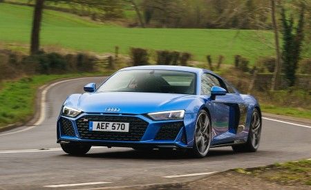 2019 Audi R8 V10 Coupe quattro (UK-Spec) Front Three-Quarter Wallpaper 450x275 (4)