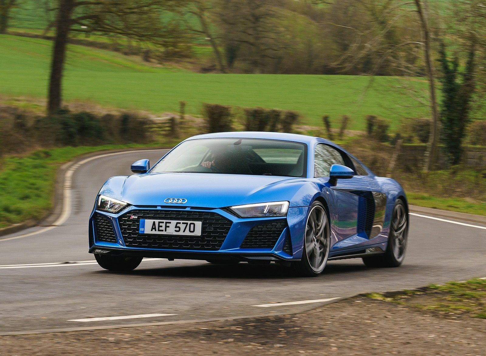 2019 Audi R8 V10 Coupe quattro (UK-Spec) Front Three-Quarter Wallpaper (4)