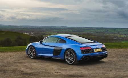 2019 Audi R8 V10 Coupe quattro (UK-Spec) Rear Three-Quarter Wallpaper 450x275 (33)
