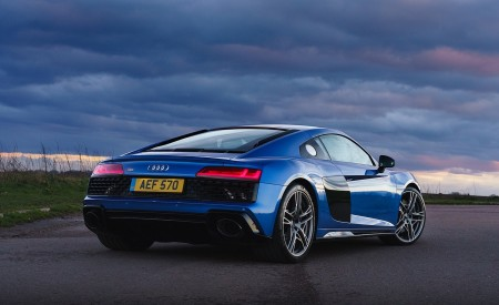 2019 Audi R8 V10 Coupe quattro (UK-Spec) Rear Three-Quarter Wallpaper 450x275 (35)