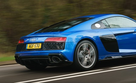 2019 Audi R8 V10 Coupe quattro (UK-Spec) Rear Three-Quarter Wallpaper 450x275 (20)