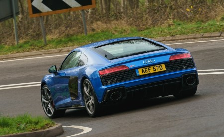 2019 Audi R8 V10 Coupe quattro (UK-Spec) Rear Three-Quarter Wallpaper 450x275 (10)