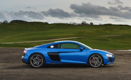 2019 Audi R8 V10 Coupe quattro (UK-Spec) Side Wallpaper 450x275 (39)