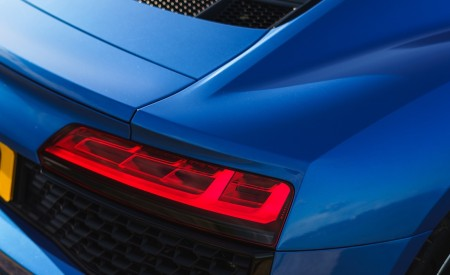 2019 Audi R8 V10 Coupe quattro (UK-Spec) Tail Light Wallpaper 450x275 (50)