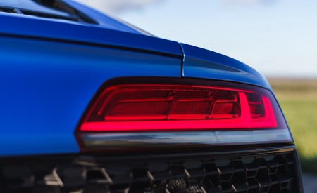 2019 Audi R8 V10 Coupe quattro (UK-Spec) Tail Light Wallpaper 450x275 (48)