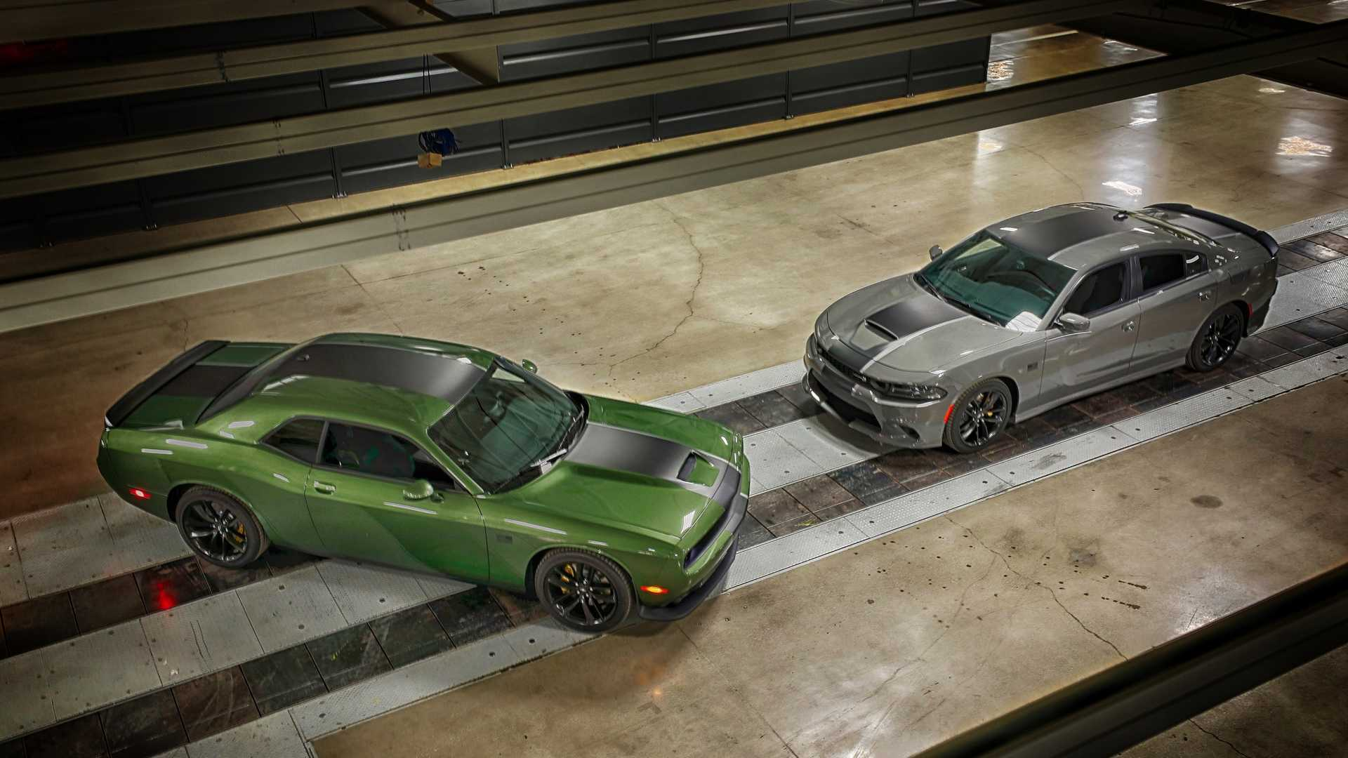 2019 Dodge Challenger RT and 2019 Dodge Charger Stars & Stripes Edition Front Three-Quarter Wallpapers (3)
