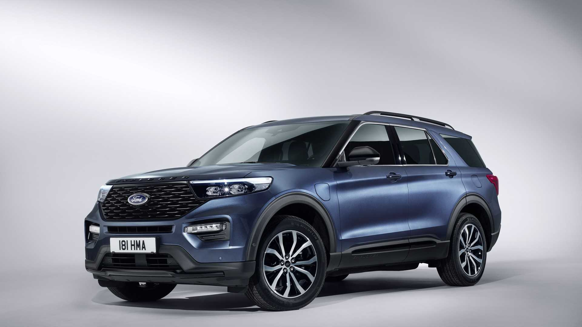 2019 Ford Explorer Plug-In Hybrid (Euro-Spec) Front Three-Quarter Wallpaper (1)