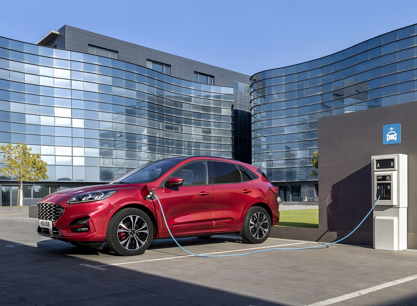 2019 Ford Kuga Plug-In Hybrid Front Three-Quarter Wallpapers (7)