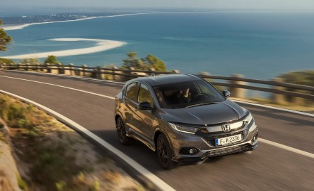 2019 Honda HR-V Front Three-Quarter Wallpaper 450x275 (12)