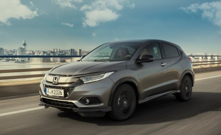 2019 Honda HR-V Front Three-Quarter Wallpaper 450x275 (2)