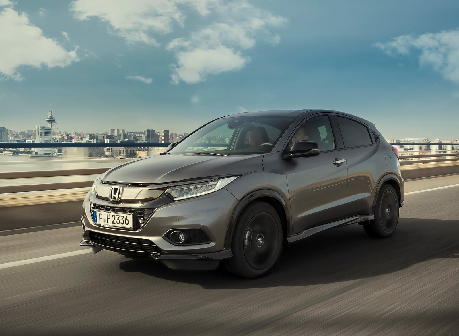 2019 Honda HR-V Front Three-Quarter Wallpapers (2)