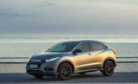 2019 Honda HR-V Front Three-Quarter Wallpaper 450x275 (21)