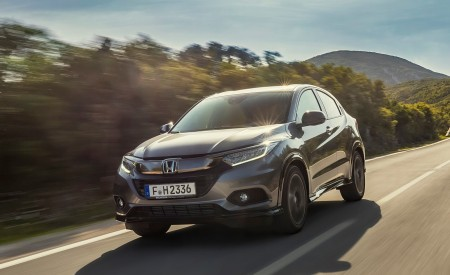 2019 Honda HR-V Front Three-Quarter Wallpaper 450x275 (3)