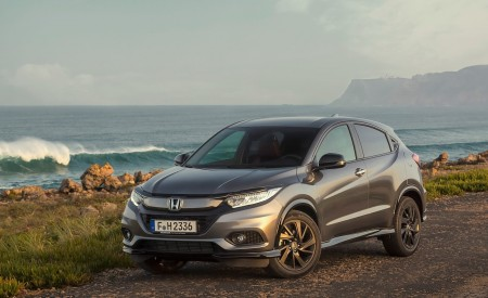2019 Honda HR-V Front Three-Quarter Wallpaper 450x275 (22)