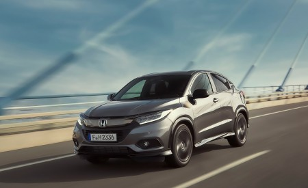 2019 Honda HR-V Front Three-Quarter Wallpaper 450x275 (5)