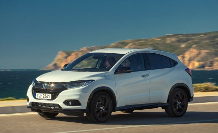 2019 Honda HR-V Front Three-Quarter Wallpaper 450x275 (49)