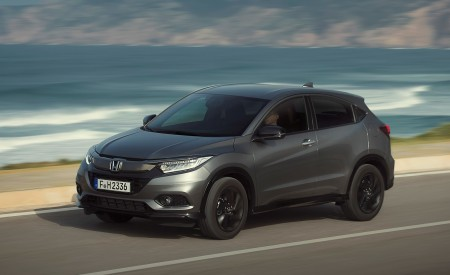 2019 Honda HR-V Front Three-Quarter Wallpaper 450x275 (13)