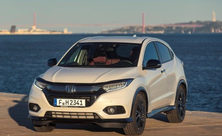 2019 Honda HR-V Front Wallpaper 450x275 (59)