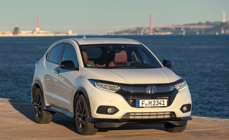2019 Honda HR-V Front Wallpaper 450x275 (61)