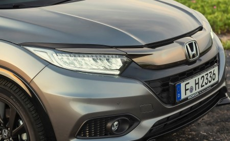 2019 Honda HR-V Headlight Wallpaper 450x275 (33)