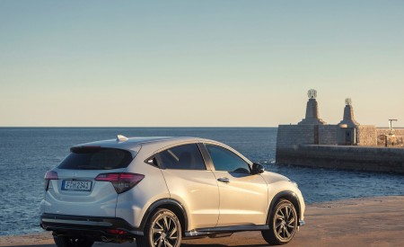 2019 Honda HR-V Rear Three-Quarter Wallpaper 450x275 (62)