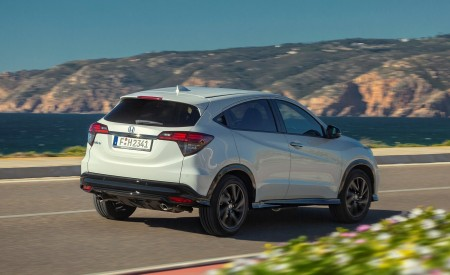 2019 Honda HR-V Rear Three-Quarter Wallpaper 450x275 (51)