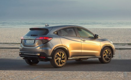 2019 Honda HR-V Rear Three-Quarter Wallpaper 450x275 (25)