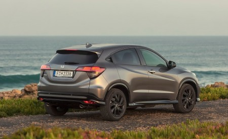 2019 Honda HR-V Rear Three-Quarter Wallpaper 450x275 (26)