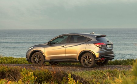 2019 Honda HR-V Rear Three-Quarter Wallpaper 450x275 (28)