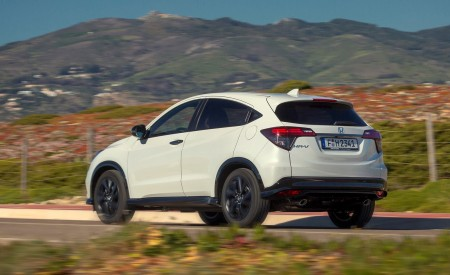 2019 Honda HR-V Rear Three-Quarter Wallpaper 450x275 (53)