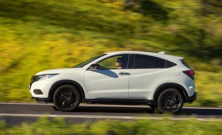 2019 Honda HR-V Side Wallpaper 450x275 (54)