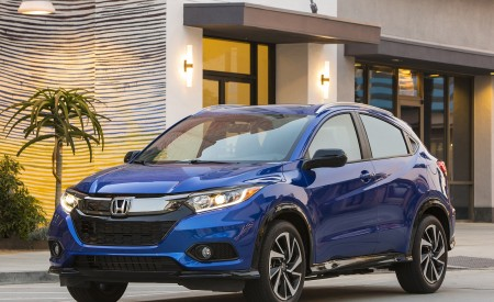 2019 Honda HR-V Sport Front Three-Quarter Wallpaper 450x275 (105)