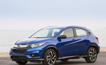 2019 Honda HR-V Sport Front Three-Quarter Wallpaper 450x275 (106)