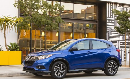 2019 Honda HR-V Sport Front Three-Quarter Wallpaper 450x275 (108)