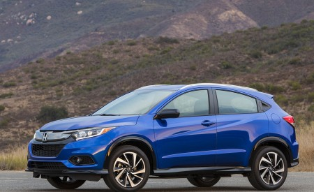 2019 Honda HR-V Sport Front Three-Quarter Wallpaper 450x275 (99)