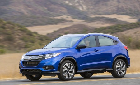 2019 Honda HR-V Sport Front Three-Quarter Wallpaper 450x275 (94)
