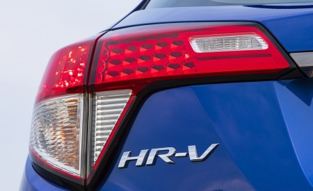 2019 Honda HR-V Sport Tail Light Wallpaper 450x275 (116)