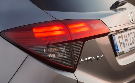 2019 Honda HR-V Tail Light Wallpaper 450x275 (31)