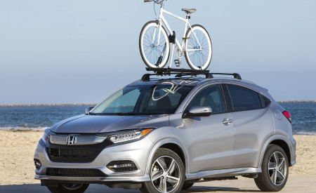 2019 Honda HR-V Touring Front Three-Quarter Wallpaper 450x275 (71)