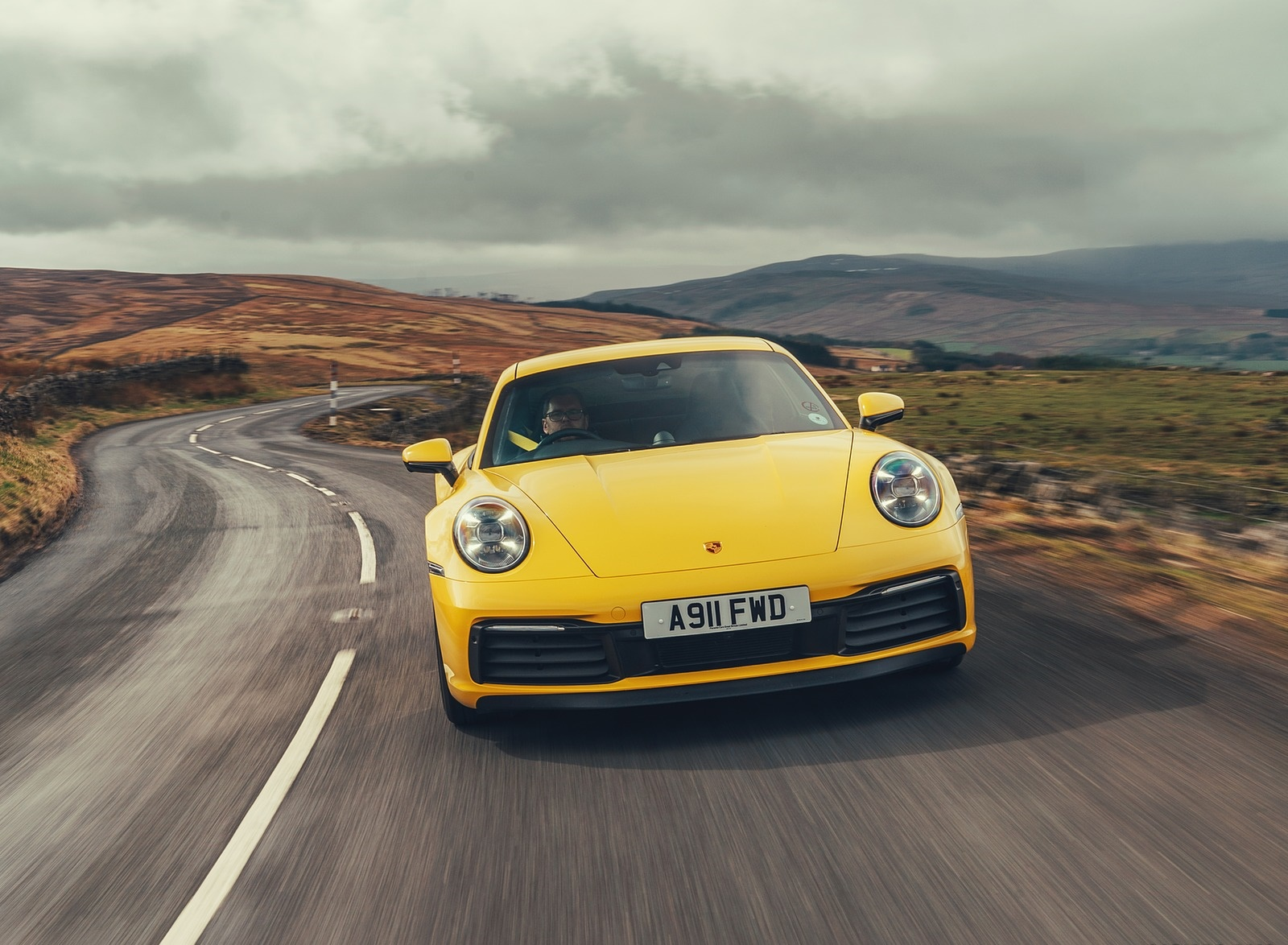 2019 Porsche 911 (992) Carrera 4S (UK-Spec) Front Wallpaper (8)
