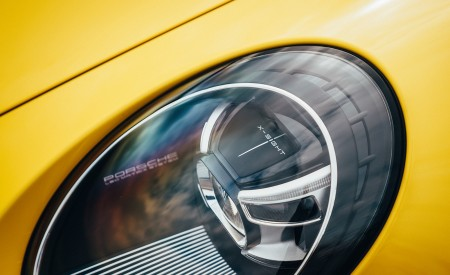 2019 Porsche 911 (992) Carrera 4S (UK-Spec) Headlight Wallpaper 450x275 (21)