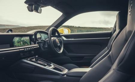 2019 Porsche 911 (992) Carrera 4S (UK-Spec) Interior Detail Wallpaper 450x275 (37)