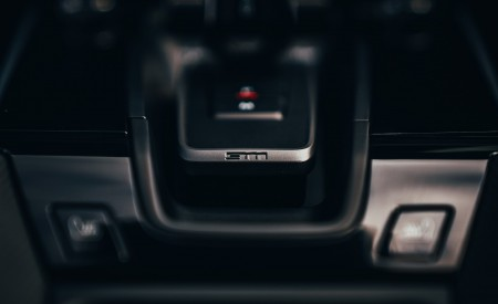 2019 Porsche 911 (992) Carrera 4S (UK-Spec) Interior Detail Wallpaper 450x275 (36)