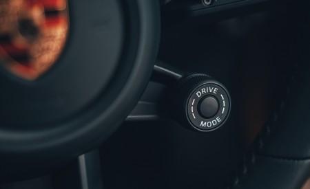 2019 Porsche 911 (992) Carrera 4S (UK-Spec) Interior Detail Wallpaper 450x275 (33)