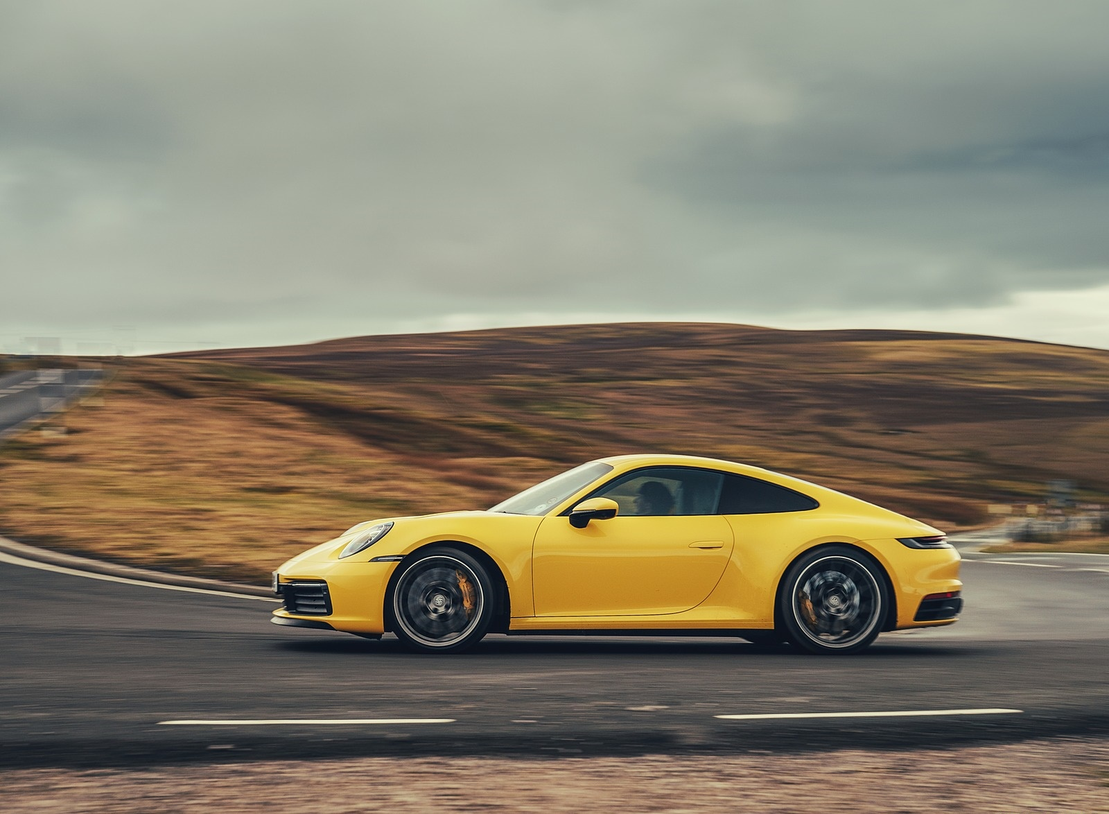 2019 Porsche 911 (992) Carrera 4S (UK-Spec) Side Wallpaper (6)