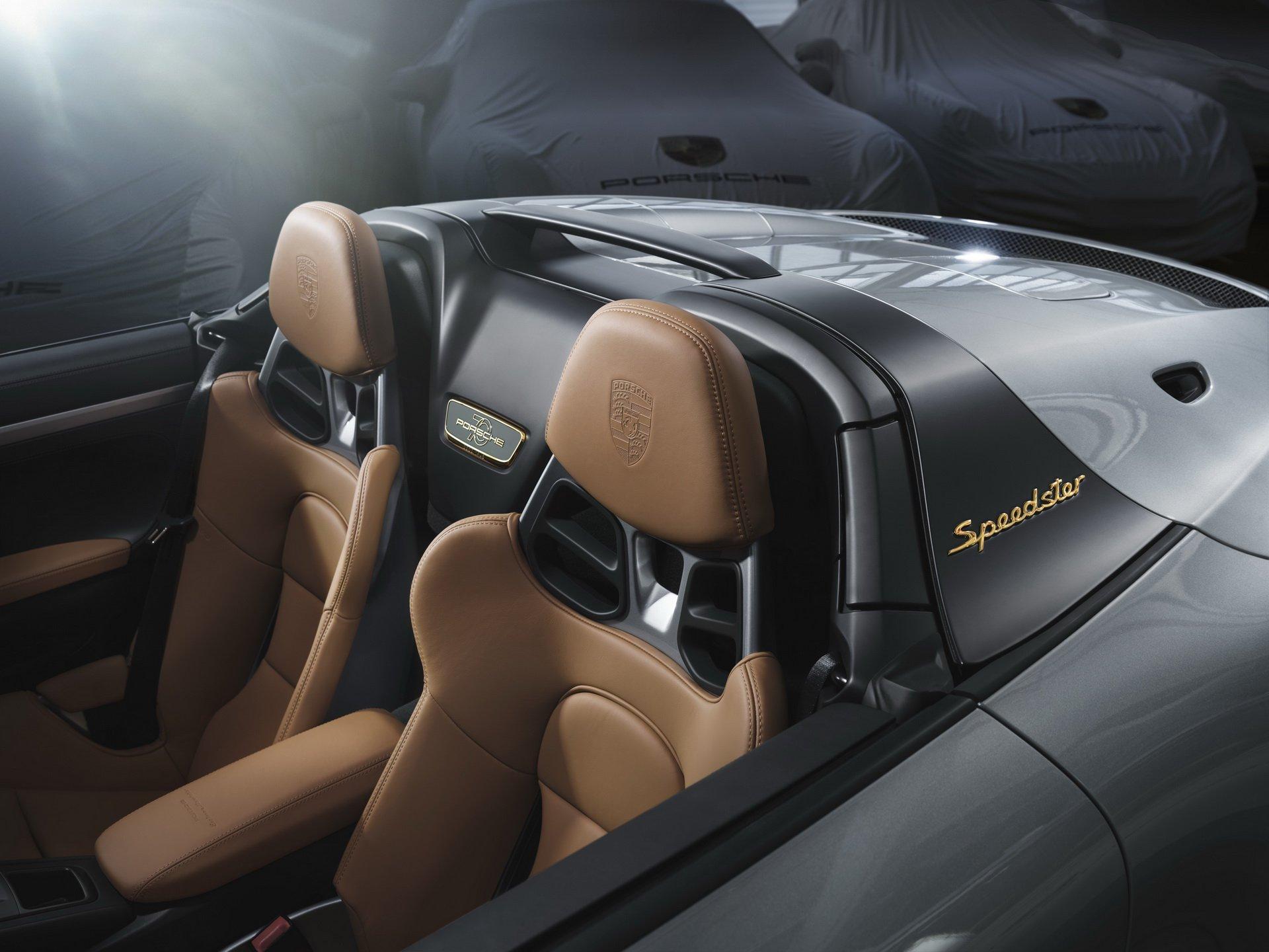 2019 Porsche 911 Speedster with Heritage Design Package Interior Wallpaper (3)