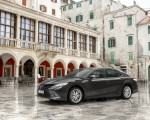 2019 Toyota Camry Hybrid (Euro-Spec) Front Three-Quarter Wallpapers 150x120 (49)