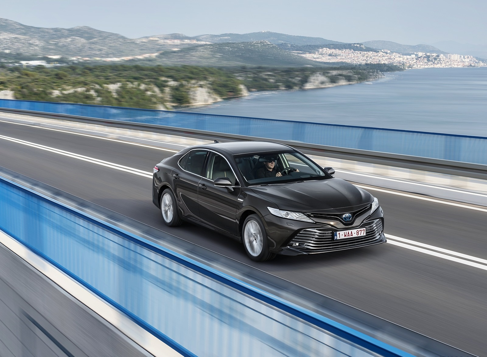 2019 Toyota Camry Hybrid (Euro-Spec) Front Three-Quarter Wallpapers (5)