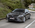 2019 Toyota Camry Hybrid (Euro-Spec) Front Three-Quarter Wallpaper 150x120 (2)