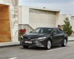 2019 Toyota Camry Hybrid (Euro-Spec) Front Three-Quarter Wallpapers 150x120 (43)
